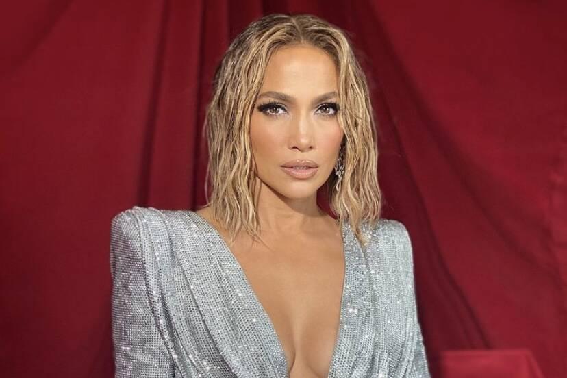 """Jennifer Lopez rebate comentário sobre botox: """"Não me chame de mentirosa"""""""