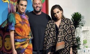 """Anitta está hospedada na casa do """"rei da noite"""" de Miami"""