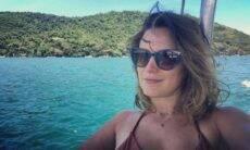 Bianca Bin posa em clique curtindo passeio de barco