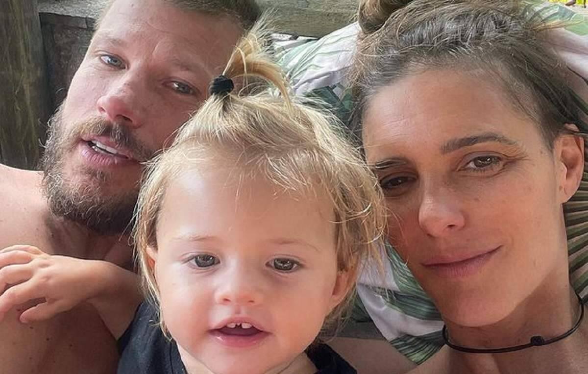 """Fernanda Lima faz cliques """"chamegando"""" a família, o marido Rodrigo Hilbert e filha caçula"""