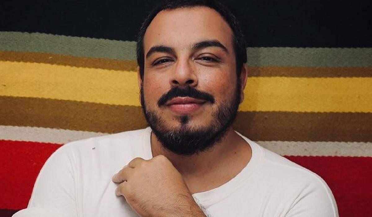 """Luis Lobianco fala sobre nudez em série 'Shippados': """"corpo pede abrigo o tempo todo"""""""