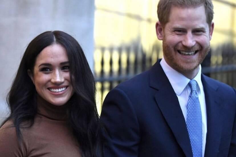Príncipe Harry e Meghan Markle se desvinculam oficialmente da família real britânica