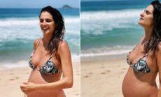 Marcella Fogaça curte dia de sol e exibe barrigão em cliques na praia