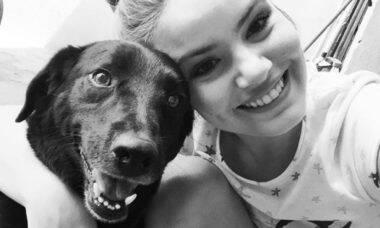 """Camila Queiroz se emociona com morte do cão: """"Pai vai ficar feliz de te reencontrar"""""""