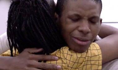 Lucas Penteado e Karol Conká se abraçam e fazem as pazes no BBB 21