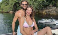 Luciana Gimenez e Eduardo Buffara aproveitam passeio de barco juntinhos