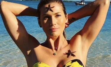"""Lívia Andrade posa com estrelas do mar no corpo: """"Bem sereiuda"""""""