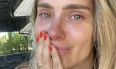 Carolina Dieckmann se emociona ao rever cena famosa de 'Laços de Família'