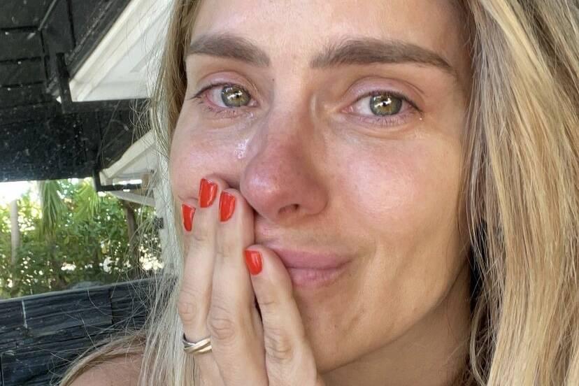 """Carolina Dieckmann se emociona ao rever cena famosa de """"Laços de Família"""""""