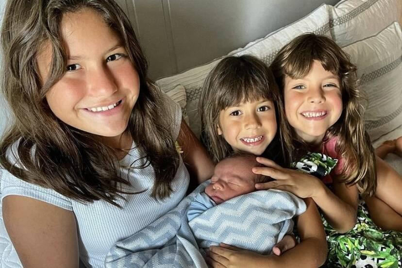 Após nascimento do caçula, Malvino Salvador reúne os quatro filhos