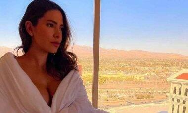Adriana Sant'Anna posa em hotel de luxo no meio do deserto com diárias de até R$ 53 mil
