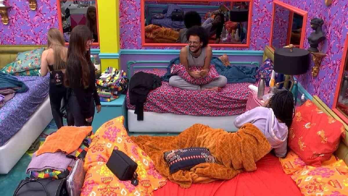 """BBB 21: Thaís fala sobre Fiuk ter medo por achar que ela está apaixonada: """"coitado"""""""