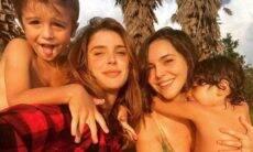 """Rafa Brites e Tainá Müller posam sorridentes com os filhos: """"nossa família"""""""