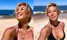 """Danni Suzuki posa em cliques na praia durante viagem ao Uruguai: """"dia leve e alegre"""""""