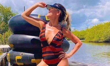 Ingrid Guimarães posa de maiô e brinca com os seguidores