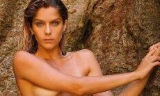 """Isabella Santoni faz clique de topless: """"liberdade é o direito de transformar-se"""""""