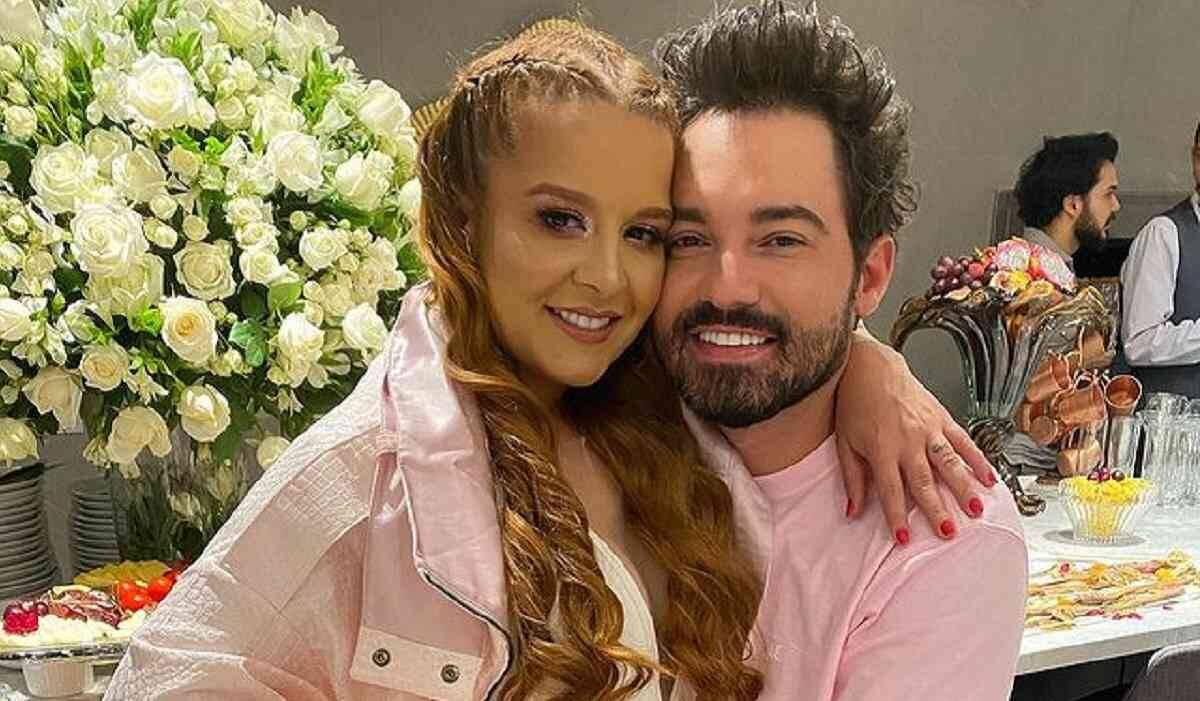 Fernando Zor pede Maiara em casamento antes de salto de paraquedas em Dubai