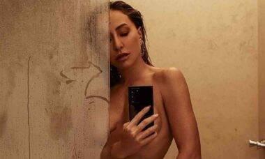 """Sabrina Sato posa nua pós banho: """"depois de um dia longo de trabalho"""""""