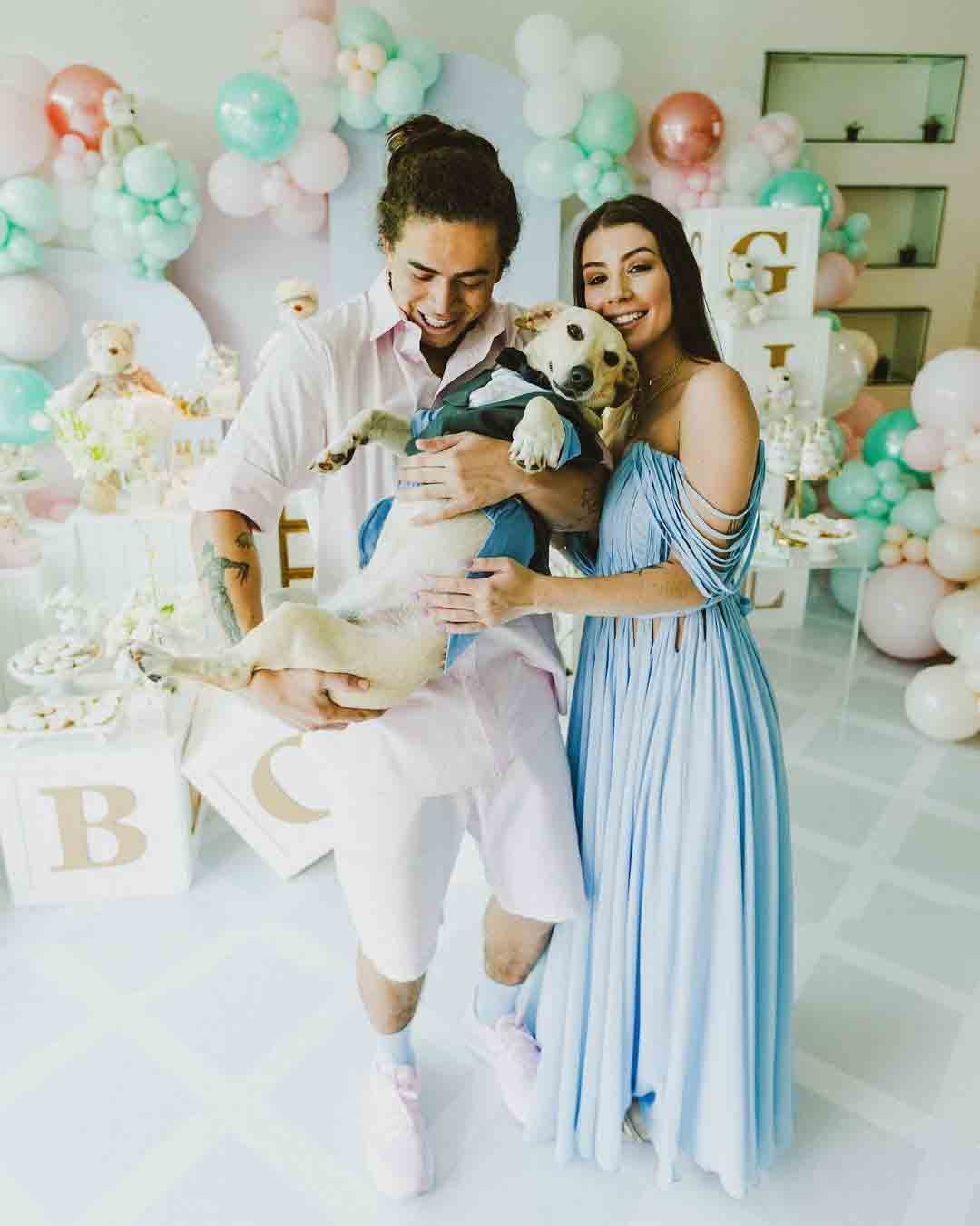Whindersson e Maria Lina revelaram o sexo do bebê no último sábado (6), em uma cerimônia com a família na qual o humorista aproveitou a celebração para pedi-la em casamento. Foto: Reprodução Instagram