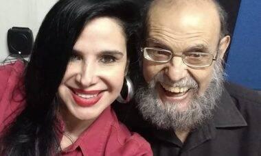 Liz Vamp, filha de Zé do Caixão, vende pôsteres autografados pelo pai para projeto de museu