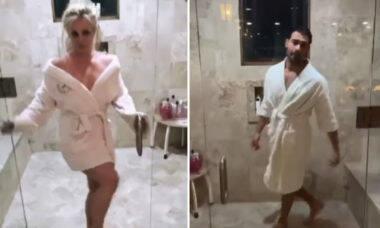 Britney Spears faz dancinha com o namorado e banheiro da mansão impressiona