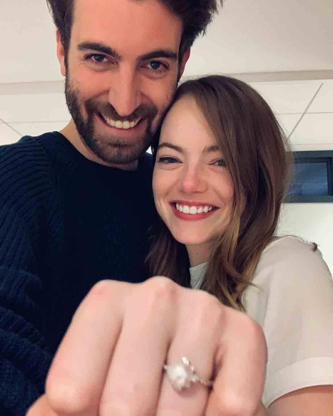 Dave e Emma se conheceram em 2016, quando ela apresentou o humorístico Saturday Night Live e ele dirigia uma esquete para o programa. Foto: Reprodução Instagram