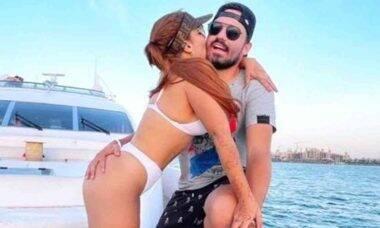 Maiara posa com o noivo Fernando em passeio romântico de lancha