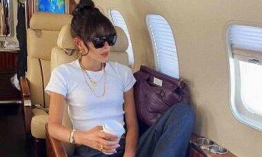 Bruna Marquezine posa com look super estiloso em jatinho particular
