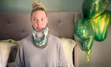 Atriz de Greys's Anatomy coloca discos de titânio no pescoço: 'sou biônica'