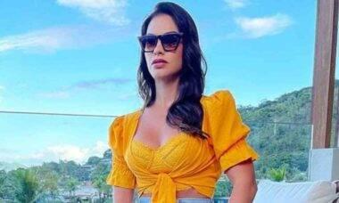 Andressa Suita posa com look de grife avaliado em R$ 35 mil