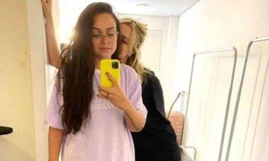 Luiza posa ao lado da namorada, a ex-BBB Marcela McGowan