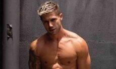 Jonas Sulzbach se mostra recuperado após cirurgia com clique sem camisa