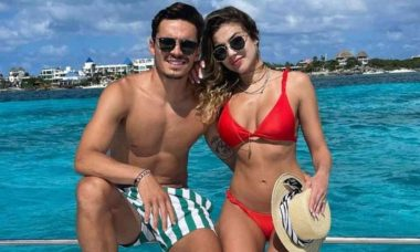 Jogador do Palmeiras, Raphael Veiga posa com a namorada em Cancún