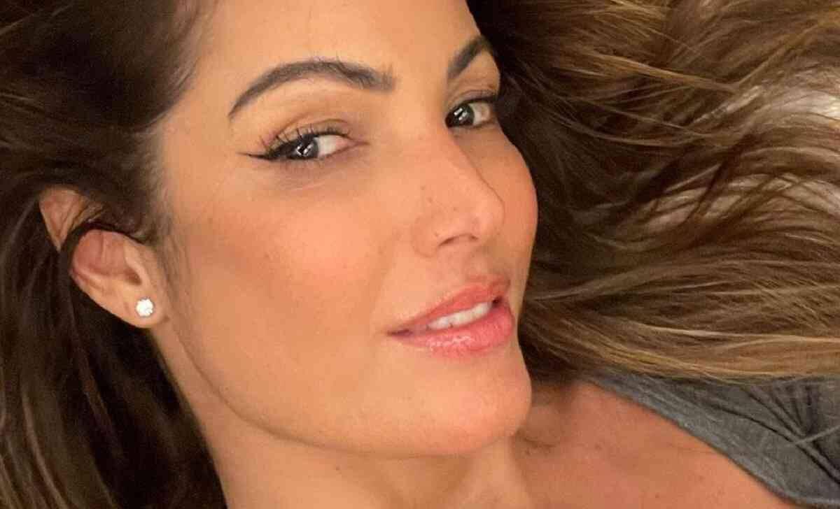 """Patrícia Poeta posta selfie e ganha elogios dos fãs: """"ligando o modo off"""""""