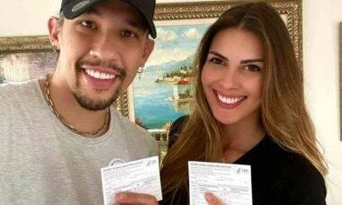 Kiko, do KLB, e sua esposa tomam vacina contra covid-19 na Flórida