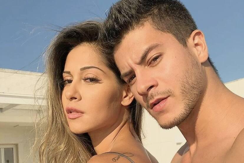 """Arthur Aguiar confirma volta com Mayra Cardi: """"Não vê quem não quer"""""""