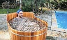 Felipe Titto impressiona ao posar em banheira de gelo após treino