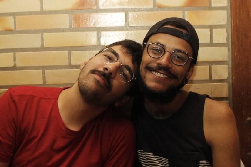 """Namorado de João Luiz, do BBB 21, comenta sobre prêmio: """"62 anos de salário de professor"""""""