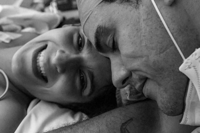 Joaquim Lopes e Marcella Fogaça comemoram nascimento das filhas gêmeas