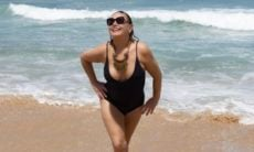 """Vera Fischer curte dia de sol na praia e ganha elogios: """"Garota de Ipanema"""""""