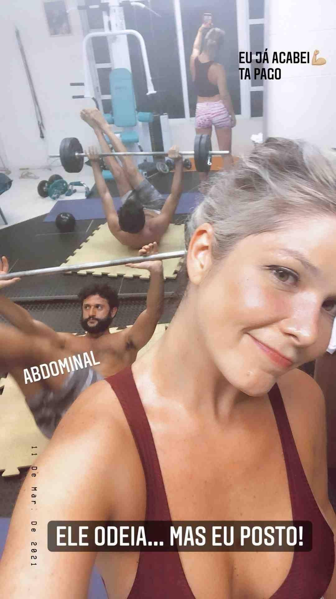 Samara Felippo posa em clique durante treino com o namorado: 'tá pago' (Foto: Reprodução/Instagram)
