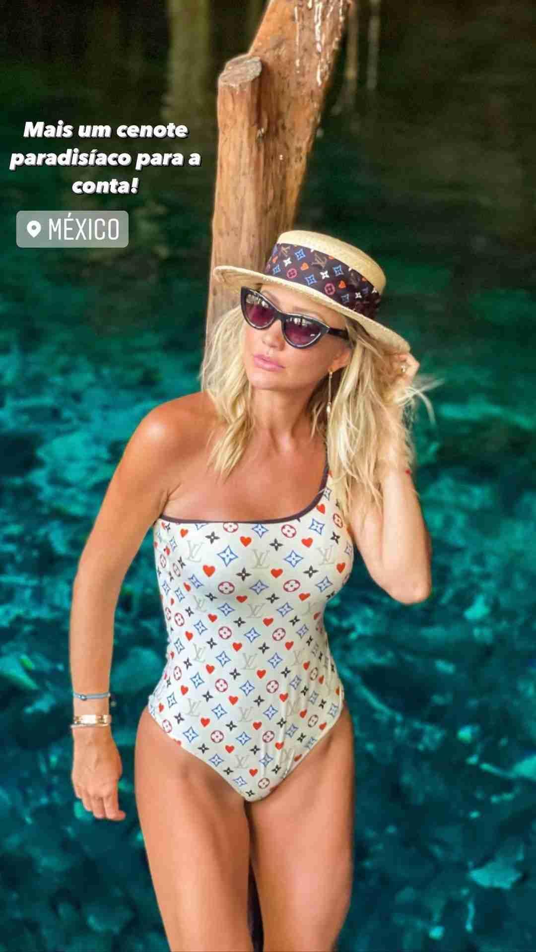 Ana Paula Siebert posa com maiô de R$ 4 mil em viagem pelo México (Foto: Reprodução/Instagram)