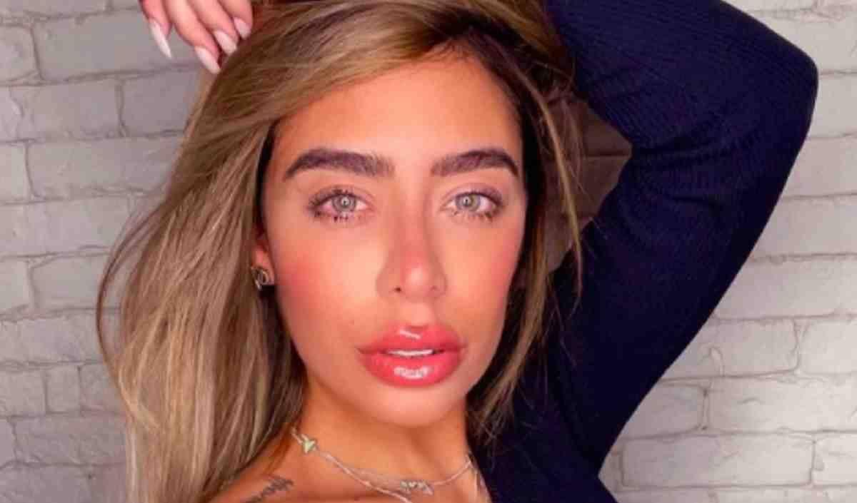 Rafaella Santos, irmã de Neymar, faz botox em clínica de estética