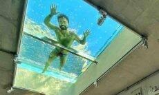Filho do Mauricio de Sousa posa nadando em piscina no teto de sua sala
