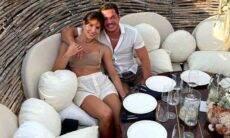 Wesley Safadão posa com a esposa em resort de luxo no México