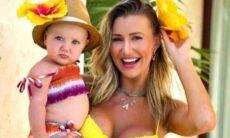 Ana Paula Siebert chora ao se despedir da filha: 'coração aperta'