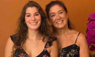Lilia Cabral posta foto com a filha e impressiona os fãs com semelhança