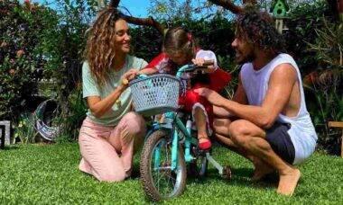Débora Nascimento e José Loreto celebram aniversário da filha juntos