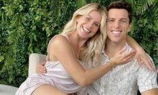 Amaury Nunes celebra aniversário de casamento com Karina Bacchi