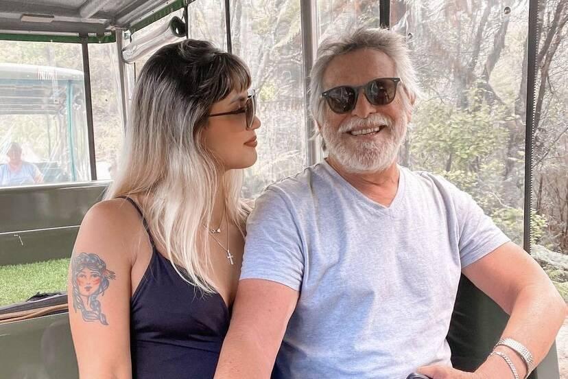 """Carol Junger celebra aniversário de namoro com José de Abreu: """"Falaram que não ia dar certo"""""""